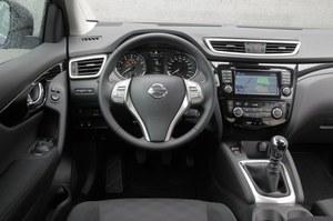 Nissan Qashqai 1.2 DIG-T Acenta: w porównaniu z poprzednim modelem wnętrze nowego jest ładniejsze i lepiej wykonane. /Motor