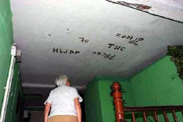 Niszczone przez wandali budynki popadają w ruinę /wroclaw24.net