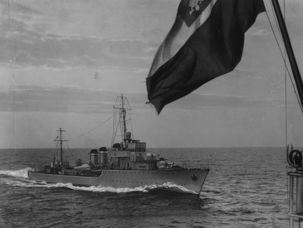"""Niszczyciel ORP """"Wicher"""" - widok z pokładu innego okrętu /Z archiwum Narodowego Archiwum Cyfrowego"""