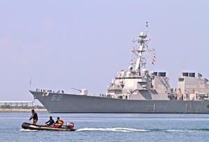 Niszczyciel USA zderzył się z filipińskim statkiem