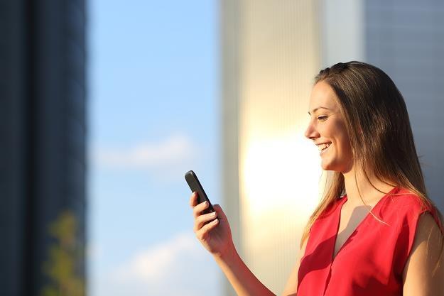 Niższe ceny za połączenia telefoniczne i SMS-y do krajów unijnych /©123RF/PICSEL