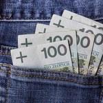 Niższe stawki interchange i stopy procentowe przełożyły się na wyższe opłaty produktów bankowych