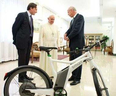 No nie. Papież będzie jeździł rowerem?