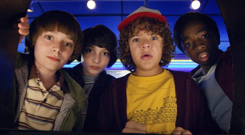 "Noah Schnapp (Will), Finn Wolfhard (Mike), Gaten Matarazzo (Dustin) i Caleb McLaughlin (Lucas) - bohaterowie ""Stranger Things"" /materiały prasowe"