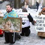 Noc w Kijowie spokojna; demonstranci grali w piłkę