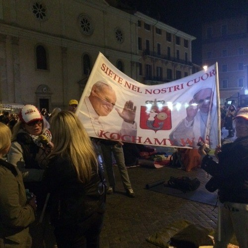 Nocne czuwanie w Rzymie /Jacek Skóra /RMF FM
