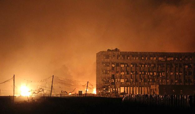 Nocne niebo nad Tiencin rozświetliły potężne kule ognia /AFP