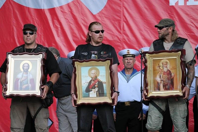 """""""Nocne Wilki"""" często biorą udział w religijno-patriotycznych uroczystościach. Tutaj: na Krymie /INTERIA.PL/materiały prasowe"""