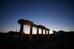 Nocne zwiedzanie odrestaurowanych Pompejów