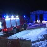 Nocny pożar przy zakopiance: Ucierpiał strażak. Straty sięgają setek tysięcy