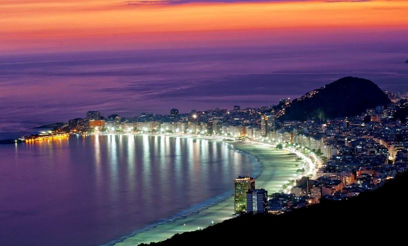 Nocny widok z plaży Copacabana w Rio de Janeiro /123RF/PICSEL