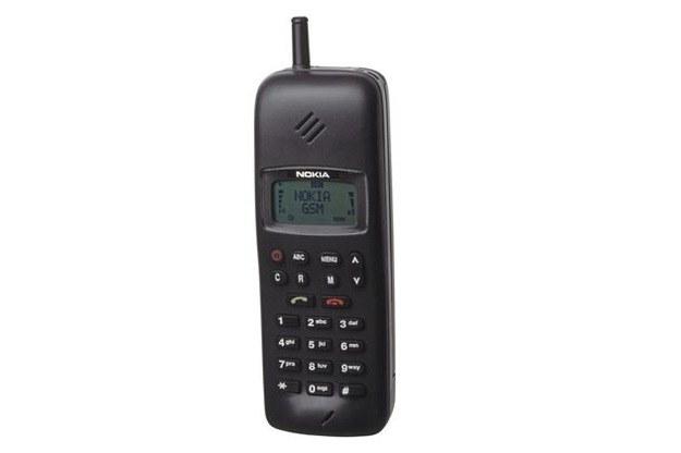 Nokia 1011 - pierwsza komórka Nokii. Data premiery: 10 listopada 1992 /materiały prasowe