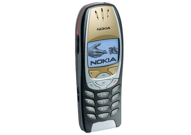 Nokia 6310i - do dzisiaj uważana za jednen z najbardziej kultowych komórek Nokii /materiały prasowe