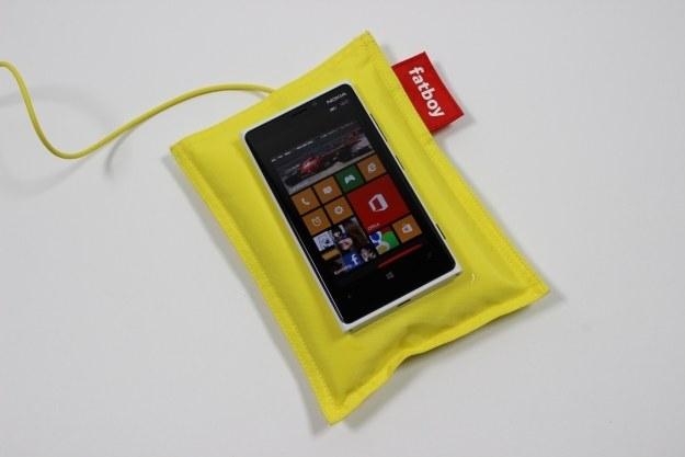 Nokia Lumia 920 z poduszką do ładowania indukcyjnego /INTERIA.PL