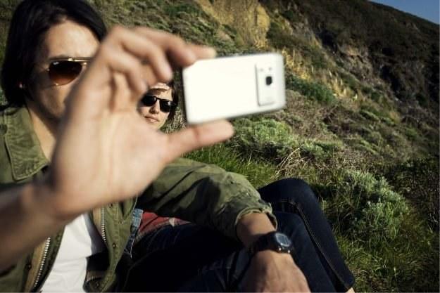 Nokia N8 jest najbardziej zaawansowanym telefonem Nokii. Smartfon już zamówiło ponad 1 mln klientów /materiały prasowe