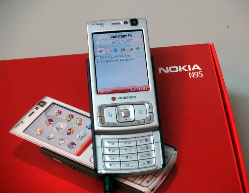 Nokia N95 /visualhunt/sukiweb /Internet