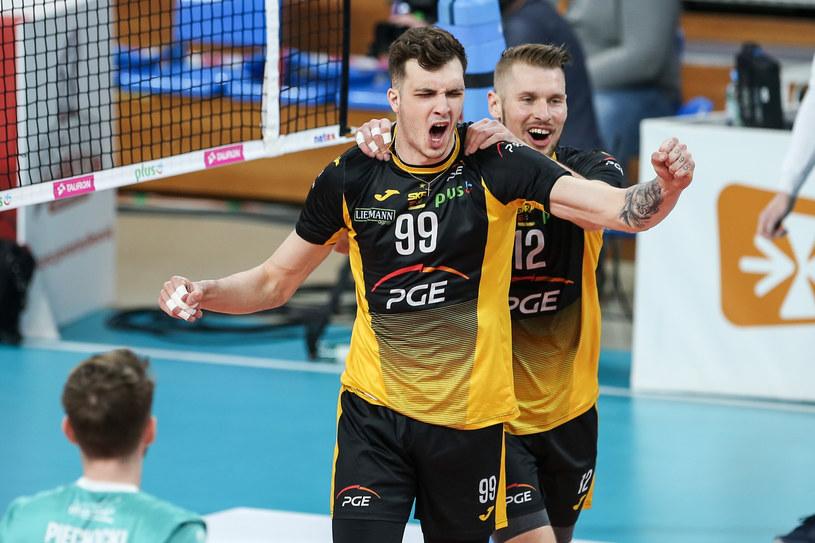 Norbert Huber (na pierwszym planie) w ćwierćfinałach PlusLigi mógł świętować wiele udanych zagrań. Na zdjęciu gratuluje mu Duszan Petković / MACIEJ GOCLON / FOTONEWS / NEWSPIX.PL /Newspix