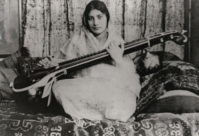 Norr Inayat Khan przed wybuchem II wojny światowej była pacyfistką. Kochała sztukę, poezję i muzykę /NationalPortraitGalleryLondon /Agencja FORUM