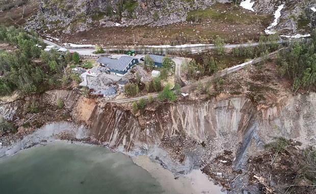 Norwegia: Najpierw do morza osunęły się domy, teraz zapadła się jezdnia