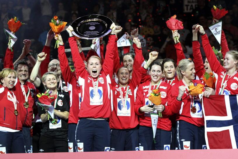 Norwegia po raz szósty zdobyła złoty medal ME piłkarek ręcznych /PAP/EPA
