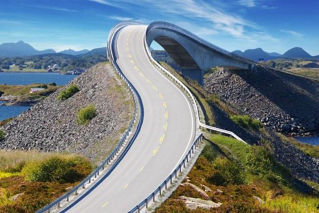 Norwegia wciąż kusi zarobkami i... widokami (Atlanterhavsvegen) /123RF/PICSEL