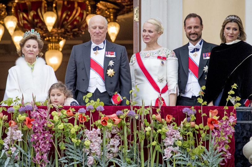 Norweska rodzina królewska do tej pory nie zwracała na siebie uwagi mediów. Teraz decyzja księżniczki Marty Louise zelektryzowała media /Patrick van Katwijk  /Getty Images