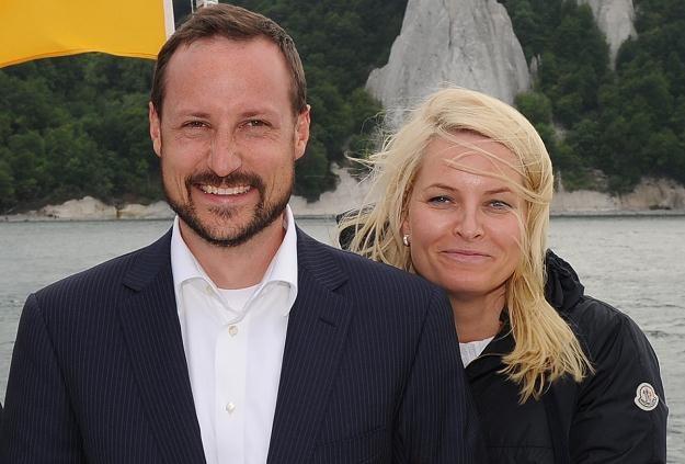 Norweski następca tronu książę Haakon wraz z małżonką /AFP