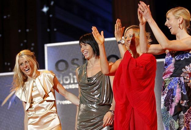 Norweskie gwiazdy od lewej:  Therese Johaug, Marit Bjoergen i Vibeke Skoft. /AFP