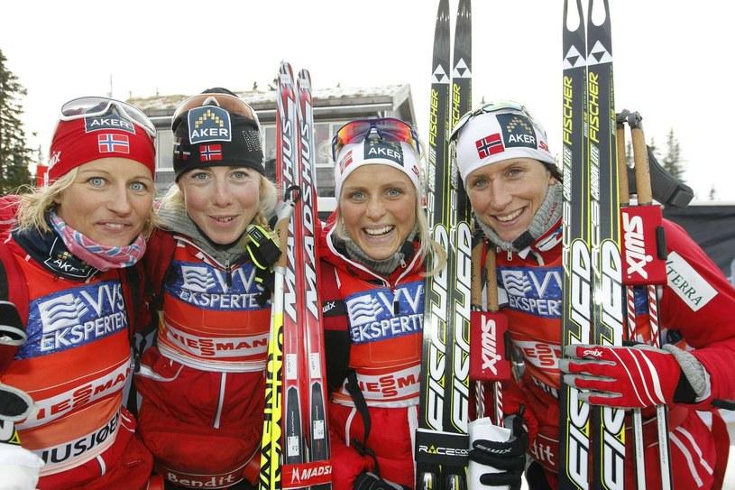 Norweżki Vibekke Skofterud, Kristin Stormer Steira, Therese Johaug i Marit Bjoergen /AFP
