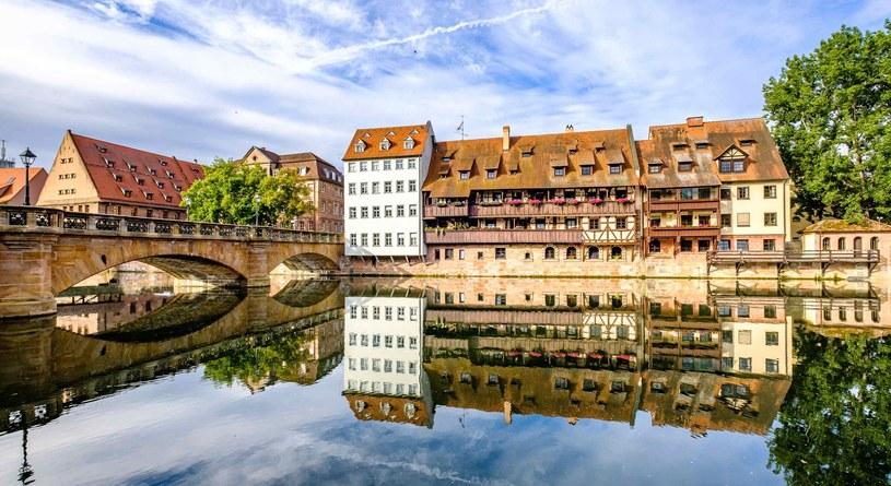 Norymberskie Stare Miasto niemal w połowie przedziela rzeka Pregnitz /123RF/PICSEL