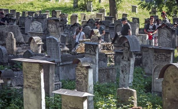 Nosimy w sobie, niczym dybuka, żydowską przeszłość Polski