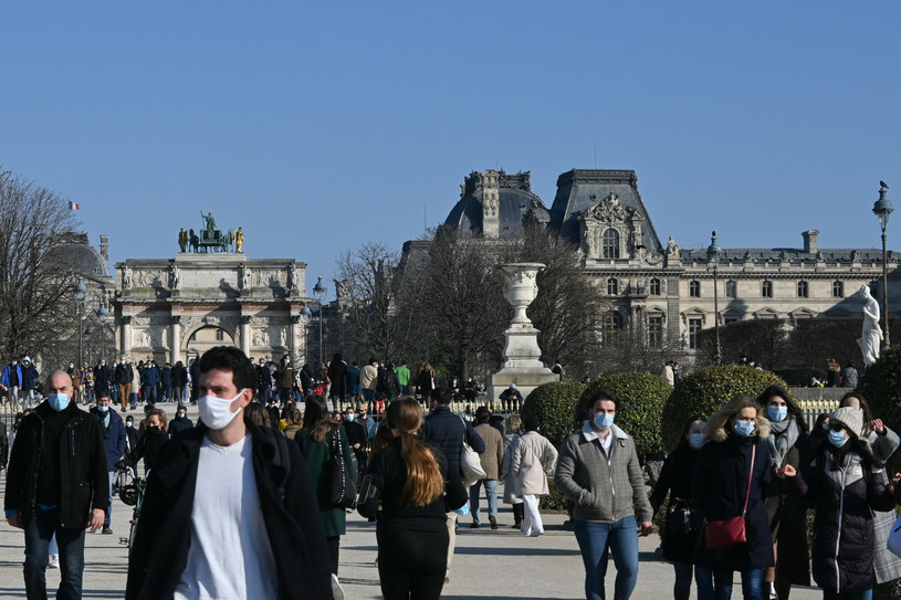 Noszenie maseczek obowiązkowe we Francji przynajmniej do końca czerwca. Zdj. ilustracyjne /Marta Darowska /Reporter