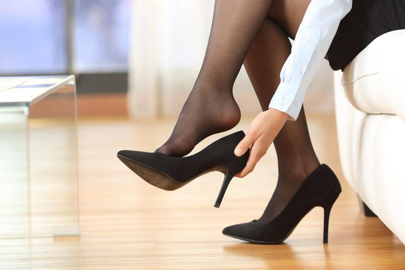 Noszenie szpilek to dla wielu kobiet prawdziwa męka /123RF/PICSEL