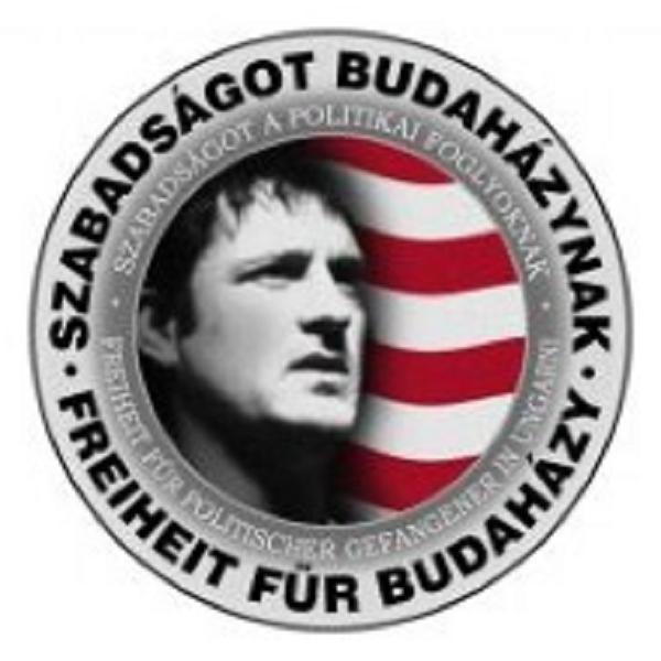 Noszona przez nacjonalistów pakietka nawołująca do uwolnienia Budahazy'ego /