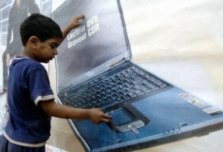 Notebook dla dziecka poniżej 12. roku życia to raczej zły pomysł /AFP