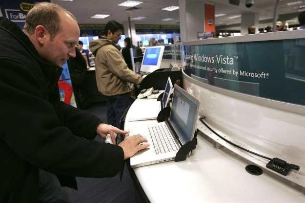 Notebook sprzedawany bez systemu operacyjnego - czy to dobry pomysł? /AFP