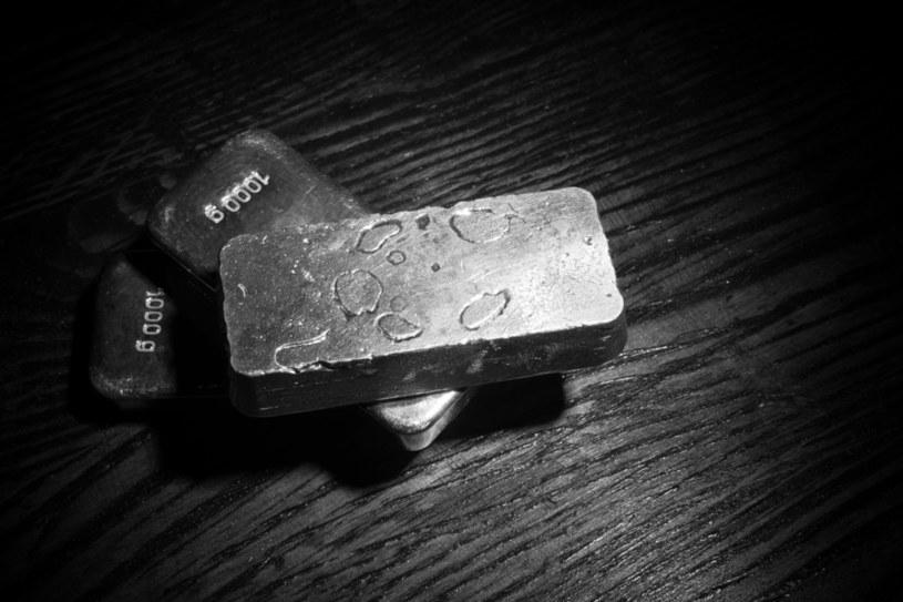 Notowania srebra mają się dobrze... /123RF/PICSEL