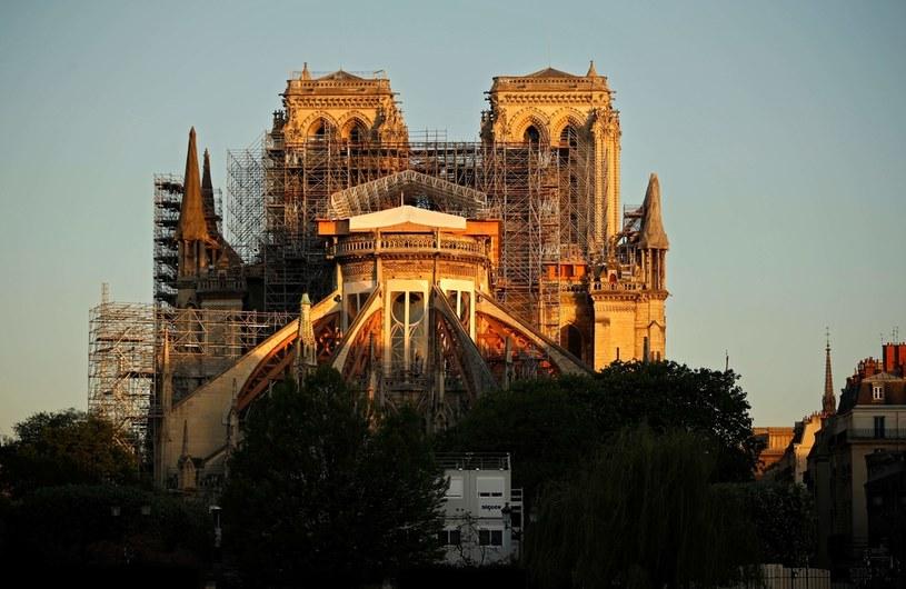 Notre-Dame w Paryżu. Rok po pożarze. /AFP
