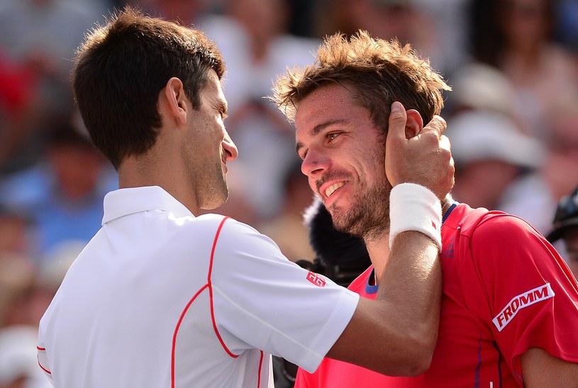 Novak Djoković i Stanislas Wawrinka dziękują sobie po meczu /AFP
