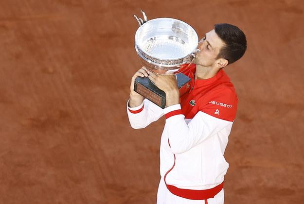 Novak Djokovic mistrzem Rolanda Garrosa. /IAN LANGSDON /PAP/EPA