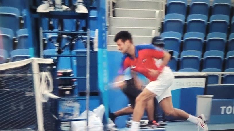 Novak Djoković roztrzaskał rakietę na oczach sędziego /