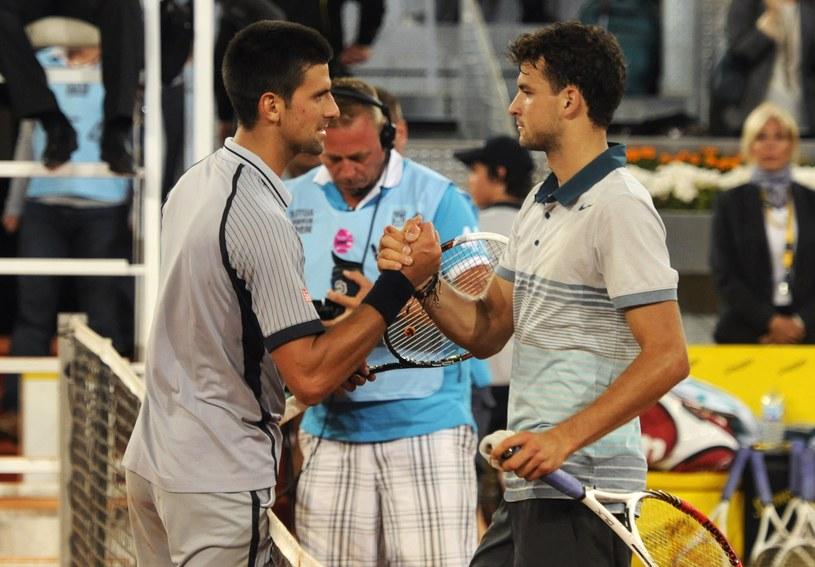 Novak Djoković (z lewej) gratuluje Grigorowi Dimitrowowi /AFP