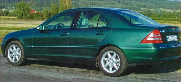 Nowa C-klasa bardzo teraz przypomina model flagowy, czyli S-klasę. Tyle że jest około pół metra krótsza. /Motor