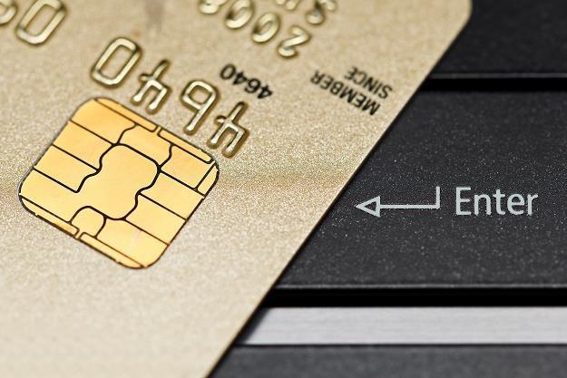 Nowa formuła płacenia za zakupy internetowe... /©123RF/PICSEL
