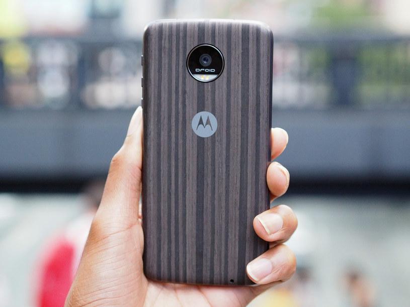 Nowa generacja smartfonów z serii Moto Z coraz bliżej /AFP