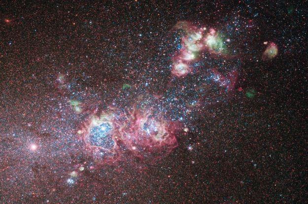 Nowa kamera umożliwia astronomom badanie młodych galaktyk /AFP