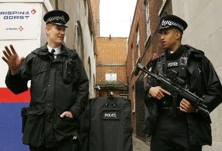 Nowa komórka policji ma się zająć głównie oszustwami internetowymi /AFP