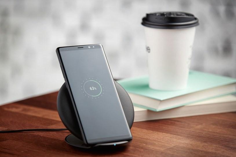 Nowa ładowarka Samsunga naładuje dwa urządzenia jednocześnie /materiały prasowe