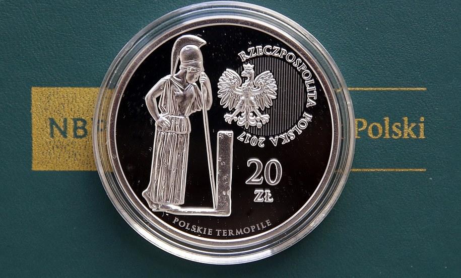 Nowa moneta wypuszczona przez NBP /PAP/Tomasz Gzell /PAP