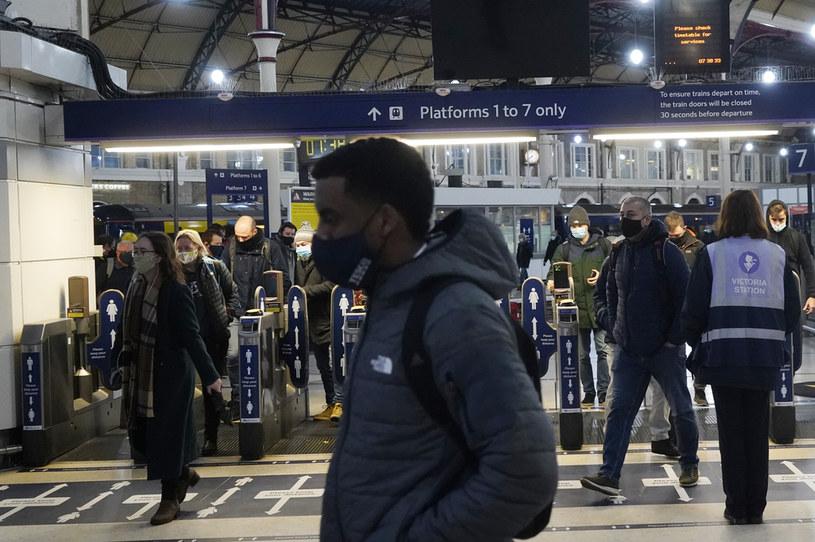 Nowa odmiana koronawirusa została wykryta w Wielkiej Brytanii /NIKLAS HALLE'N / AFP /AFP
